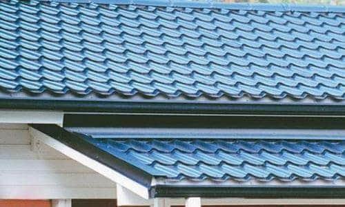 Металлочерепица прекрасно смотрится на любой крыше