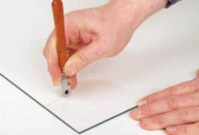 Нарезка плитки стеклорезом