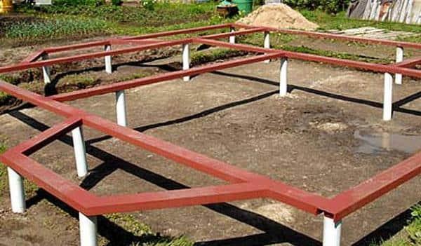 Фундамент на болотистой почве для дома