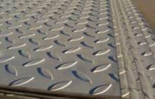 Рифленые стальные листы: разновидности, характеристики и преимущества