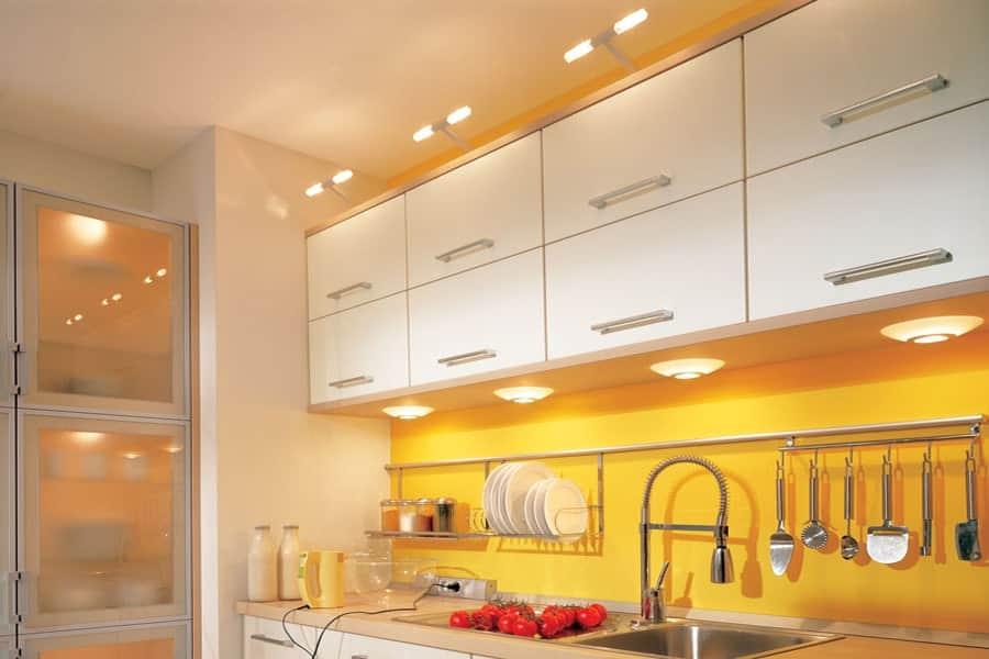 Освещение в помещении кухни