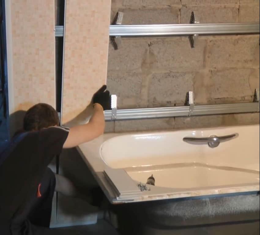 Как обшить стены в ванной пластиковыми панелями