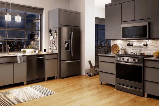 Замаскировать холодильник на кухне под остальную мебель