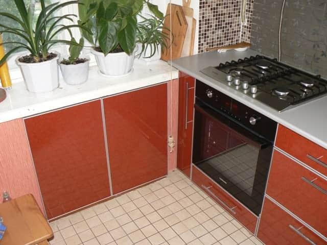 Обшить проем под окном гипсокартоном для холодильника