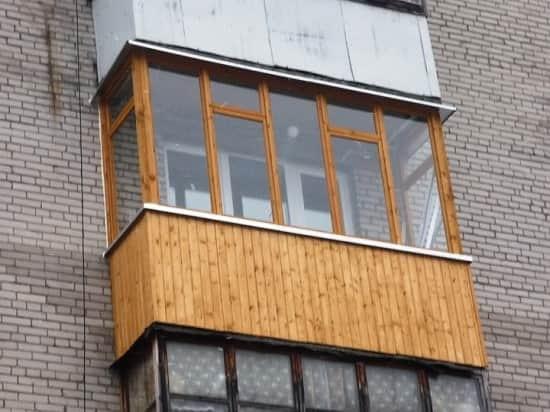 Отделка балкона с улицы вагонкой из дерева