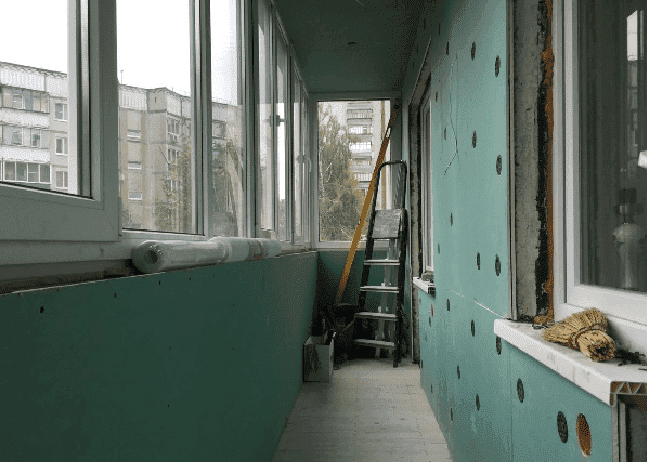Отделка стен на балконе гипсокартоном