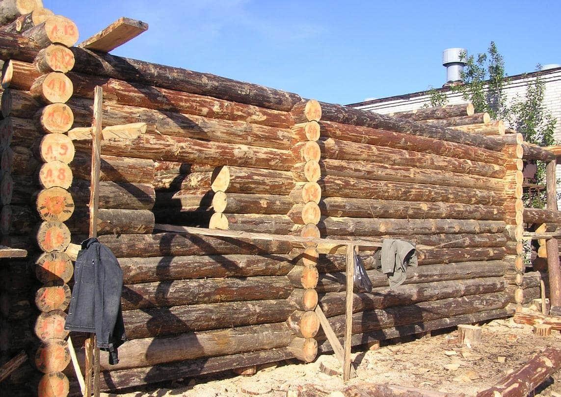 Сруб бревенчатого дома ручной рубки фото