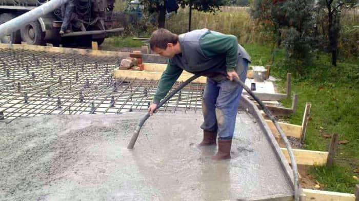 Глубинный бетонный вибратор