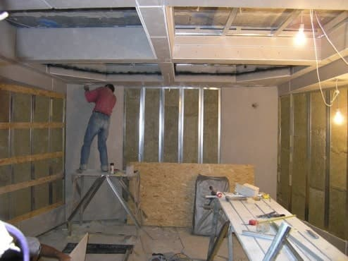 Как обесшумить стены в комнате?
