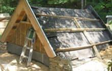 Крыша, вход и внутреннее обустройство уличного погреба