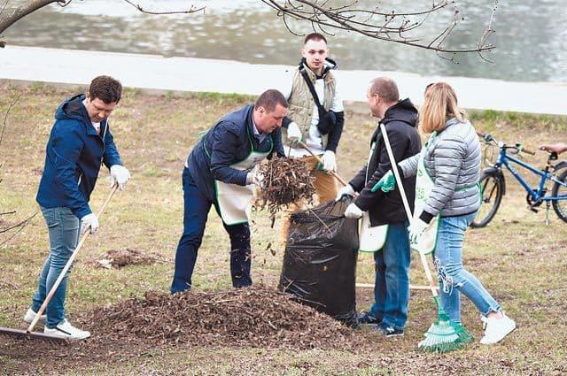 Озеленение по просьбам жителей. На Удальцовских прудах высадили деревья