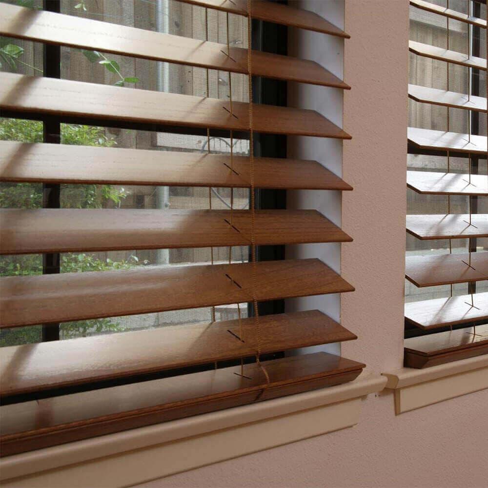 Деревянные и бамбуковые жалюзи – стильно, комфортно и недорого