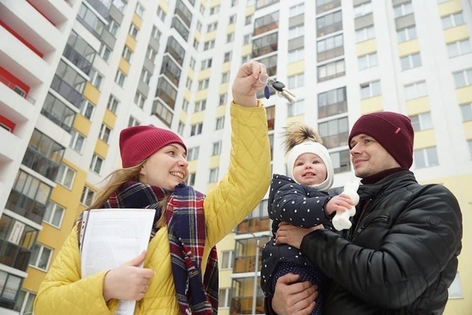 Как лучше покупать квартиру молодой семье - в кредит или на свои?