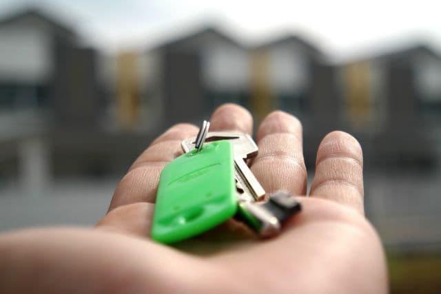 Как собственникам оформить запрет на сделки с недвижимостью без их участия?