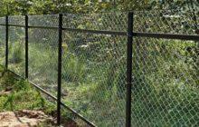 Как сделать забор из рабицы своими руками
